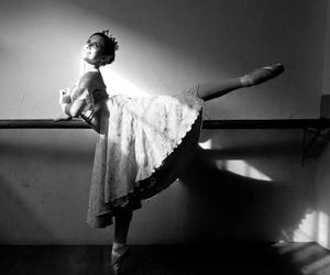 bailarina, pointe shoes, and sun image