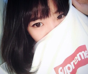 girl, supreme, and ulzzang image