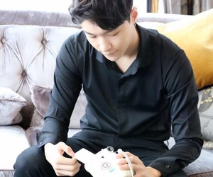 exo.yixing.lay image