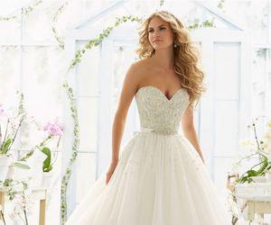 ما تفسير ارتداء فستان الزفاف في الحلم للبنت العزباء و المتزوجة و الحامل