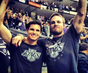 robbie amell and stephen amell image