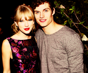 manip, Taylor Swift, and daniel sharman image