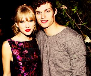 Taylor Swift, manip, and daniel sharman image