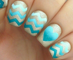 nails blue heart image