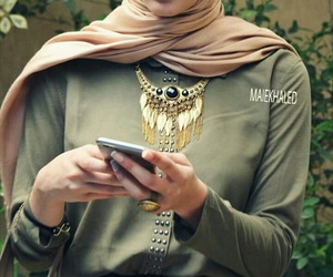 green, collier, and hijab image