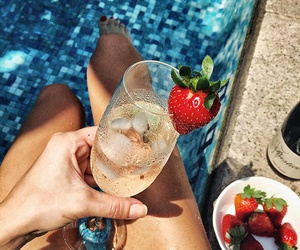 summer, luxury, and strawberry image