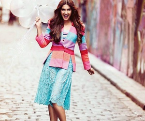 bollywood, girl, and sonam kapoor image