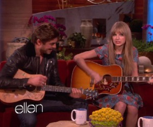 ellen, Taylor Swift, and zac efron image
