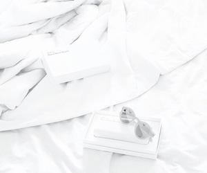 white, minimalism, and minimal image