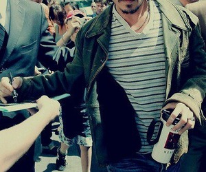 johnny depp, actor, and autograph image