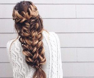 hair, outfit, and trenza image