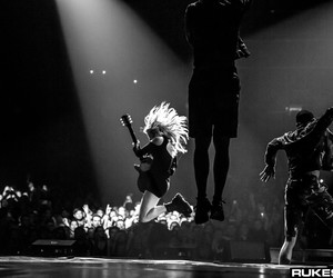Ellie Goulding, jump, and woman image