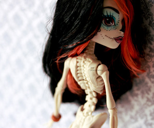 calaveras, doll, and photographing image