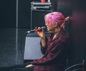 rena lovelis and hey violet image