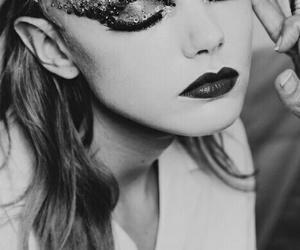 carnaval, maquiagem, and p&b image