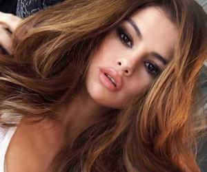 glamorous, hair, and selena gomez image