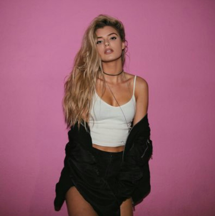 girl and alissa violet image