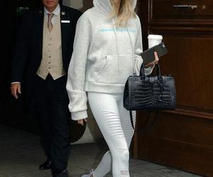 [HQs] Hailey Baldwin leaving the Hyatt Regency Paris Étoile in Paris, France (June 28):