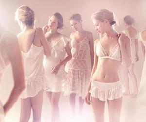 lingerie and jogê image