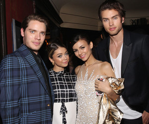 sarah hyland, victoria justice, and dominic sherwood image