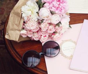 flowers, pink roses, and laduree image