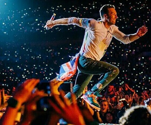 Chris Martin, coldplay, and concert image