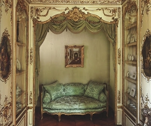 alcove and settee image