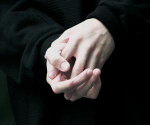 hands, black, and grunge image