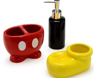 mikey and kit banheiro image