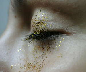eyes and gold dust image