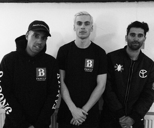 nizzle, yellow claw, and barong family image