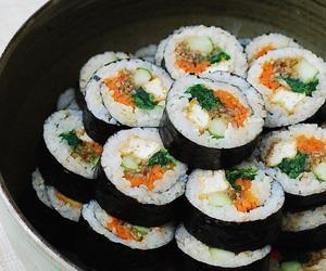 sushi and japanese+food+ image