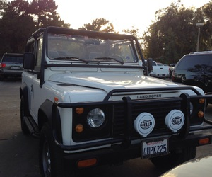 defender, land rover, and white image