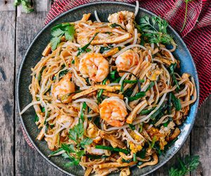 noodles and pad thai image