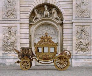 arch and carriage image