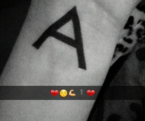 arm, buchstabe, and snapchat image