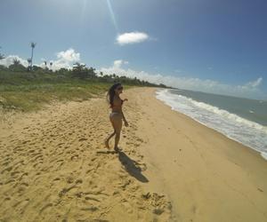 mulher, praia, and biquini image