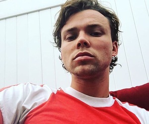 5sos, ashton irwin, and 5 seconds of summer image