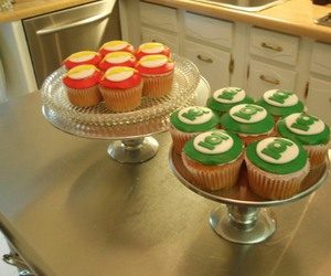 cupcakes, green lantern, and the flash image