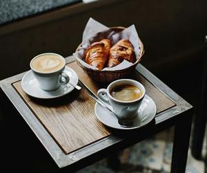 croissant, platica, and tazas image