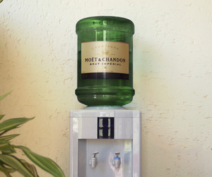 champagne and moet et chandon image