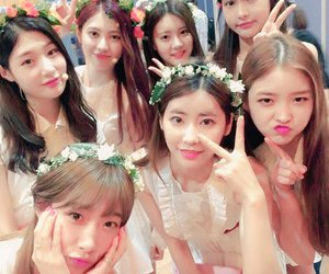 DIA, jung chaeyeon, and produce 101 image