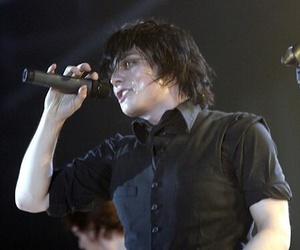 2008, black hair, and gerard way image