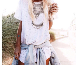 blonde, cloth, and camisa image