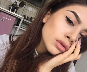 blush, maquillage, and eye-liner image