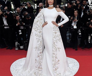 fashion, red carpet, and sonam kapoor image
