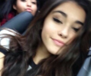icon and madison beer image