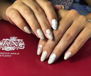 gold, luxury, and nail art image