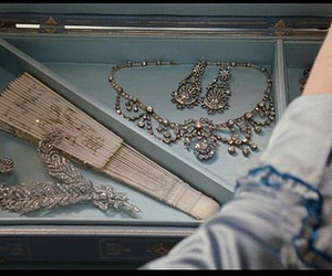 marie antoinette and jewellery image