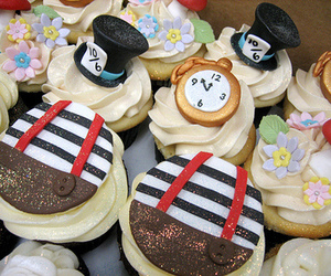 alice in wonderland, cupcake, and alice cakes image